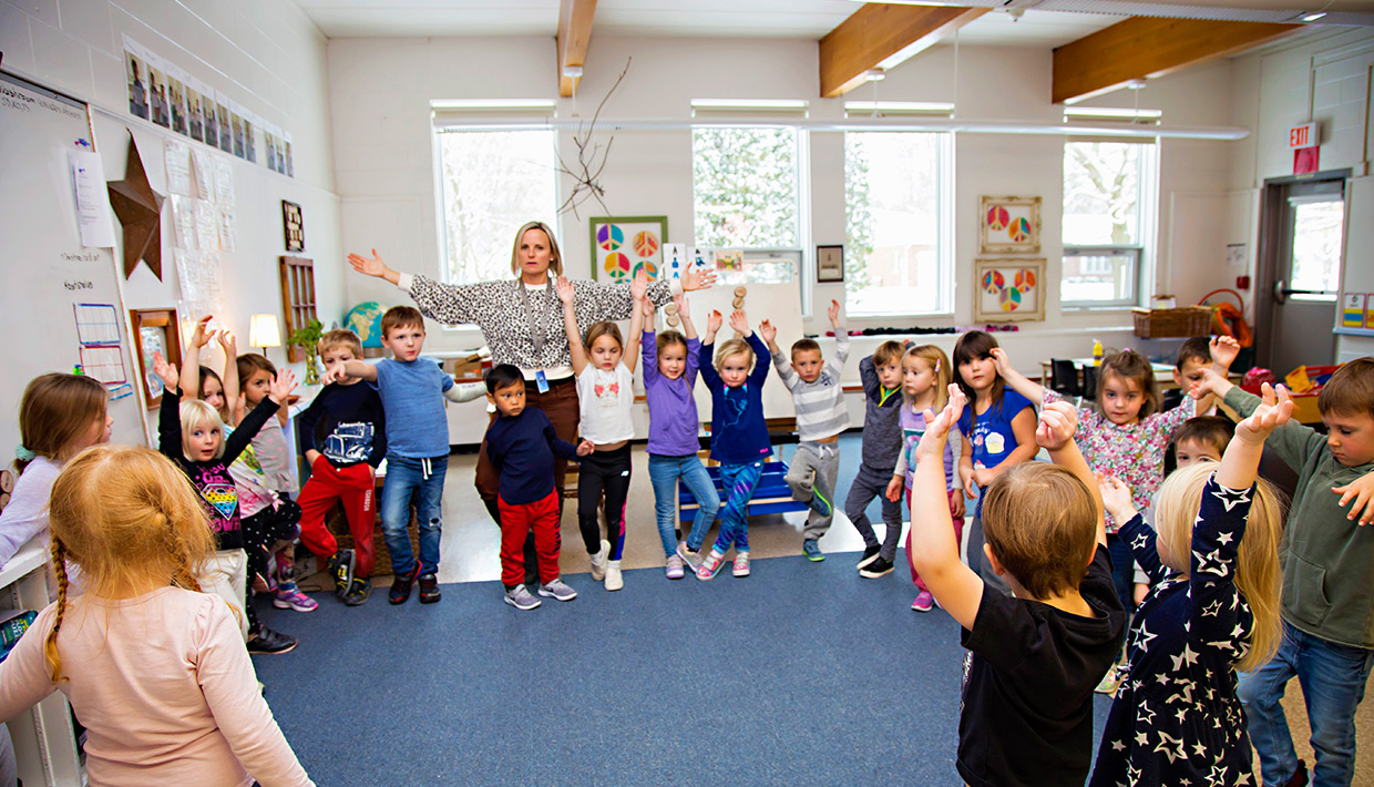 St.-Aloysius-k-students-in-class